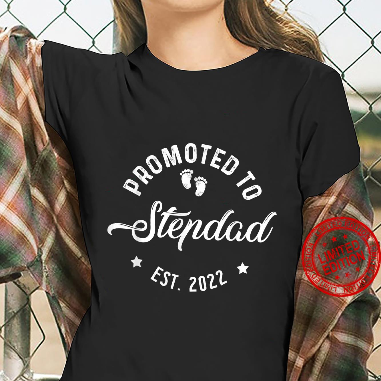 Promoted To Stepdad 2022 Fathers Day For New Dad Daddy Papa Shirt ladies tee